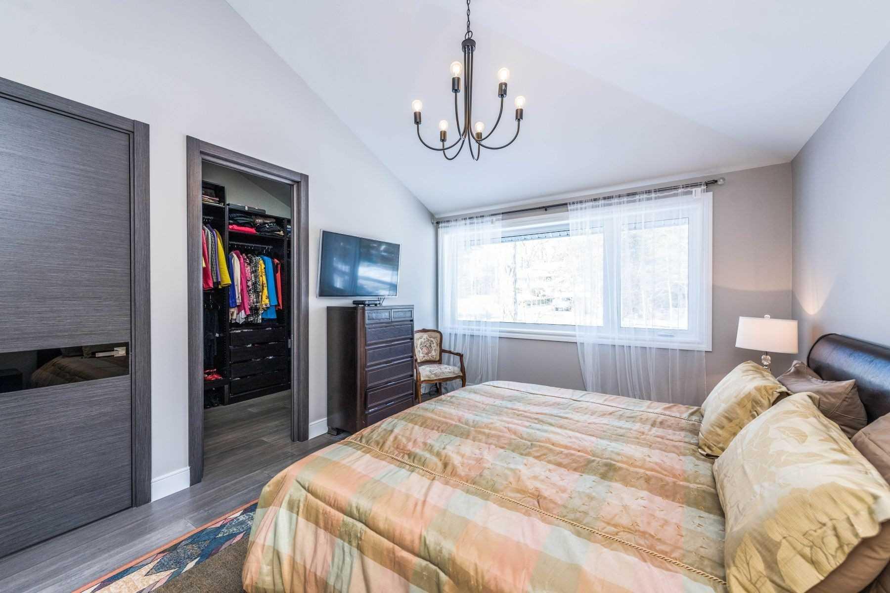 59 Leggett Ave, Toronto, Ontario M9P1X3, 3 Bedrooms Bedrooms, 6 Rooms Rooms,3 BathroomsBathrooms,Detached,For Sale,Leggett,W5121900