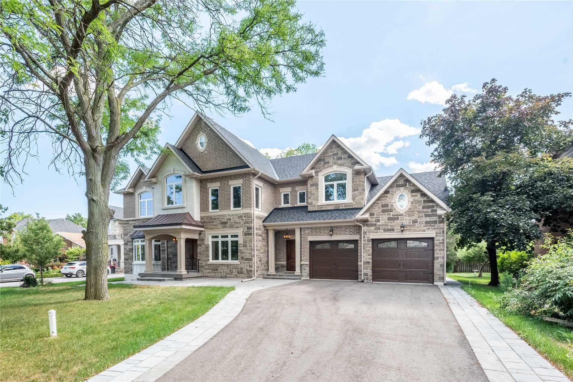 2406 Glengarry Rd, Mississauga, Ontario L5C1Y2, 4 Bedrooms Bedrooms, 12 Rooms Rooms,5 BathroomsBathrooms,Detached,For Sale,Glengarry,W4852655
