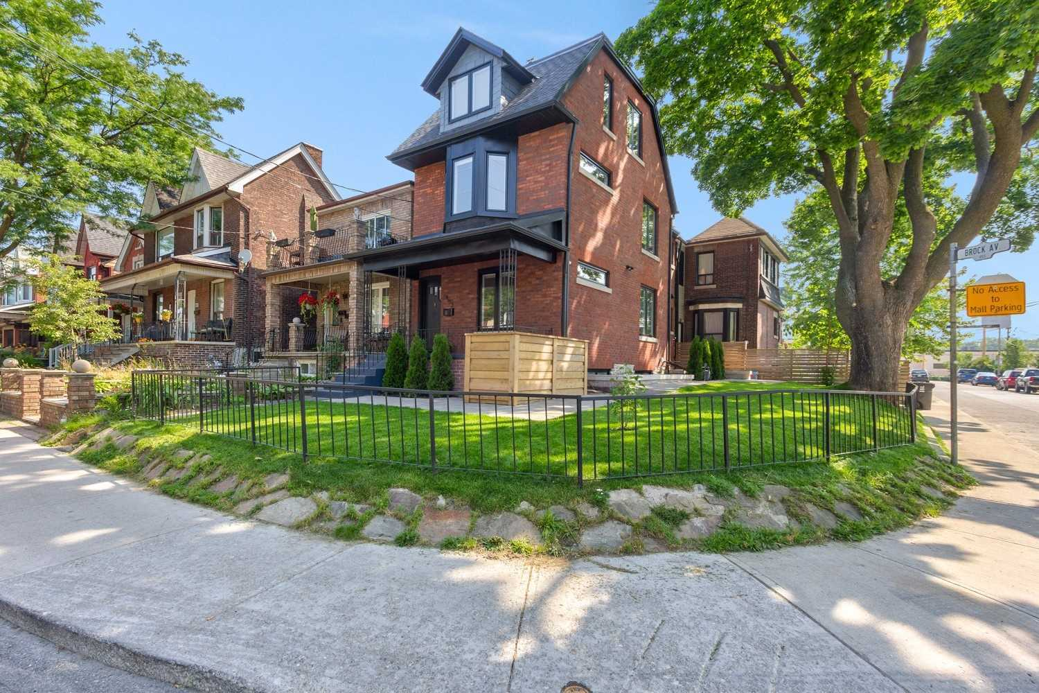 453 Brock Ave, Toronto, Ontario M6H3N8, 5 Bedrooms Bedrooms, 11 Rooms Rooms,3 BathroomsBathrooms,Semi-detached,For Sale,Brock,W4845824