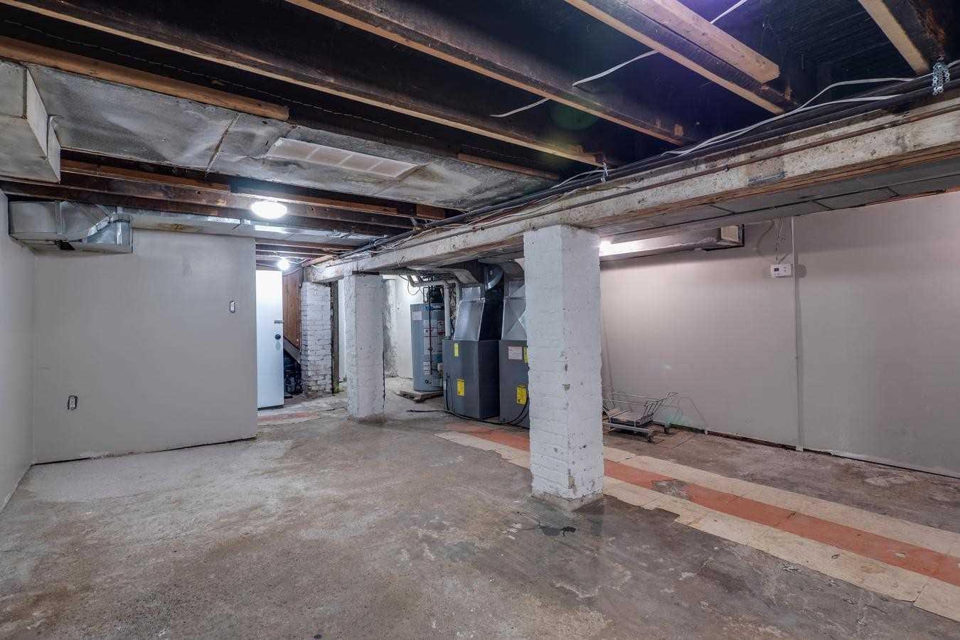 2039 Davenport Rd, Toronto, Ontario M6N1C5, 5 Bedrooms Bedrooms, 11 Rooms Rooms,5 BathroomsBathrooms,Semi-detached,For Sale,Davenport,W5055760