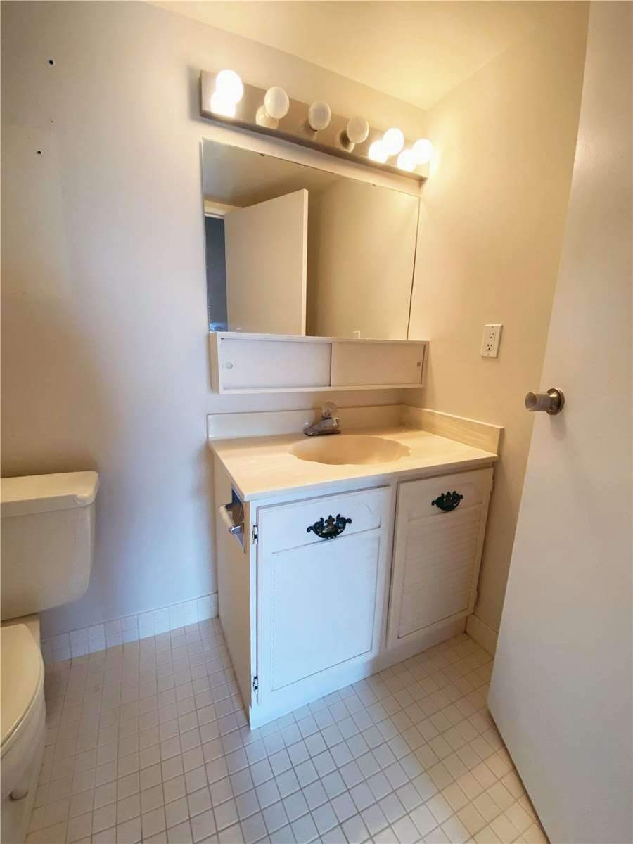 100 Quebec Ave, Toronto, Ontario M6P4B8, 2 Bedrooms Bedrooms, ,2 BathroomsBathrooms,Condo Apt,For Lease,Quebec,W5175244