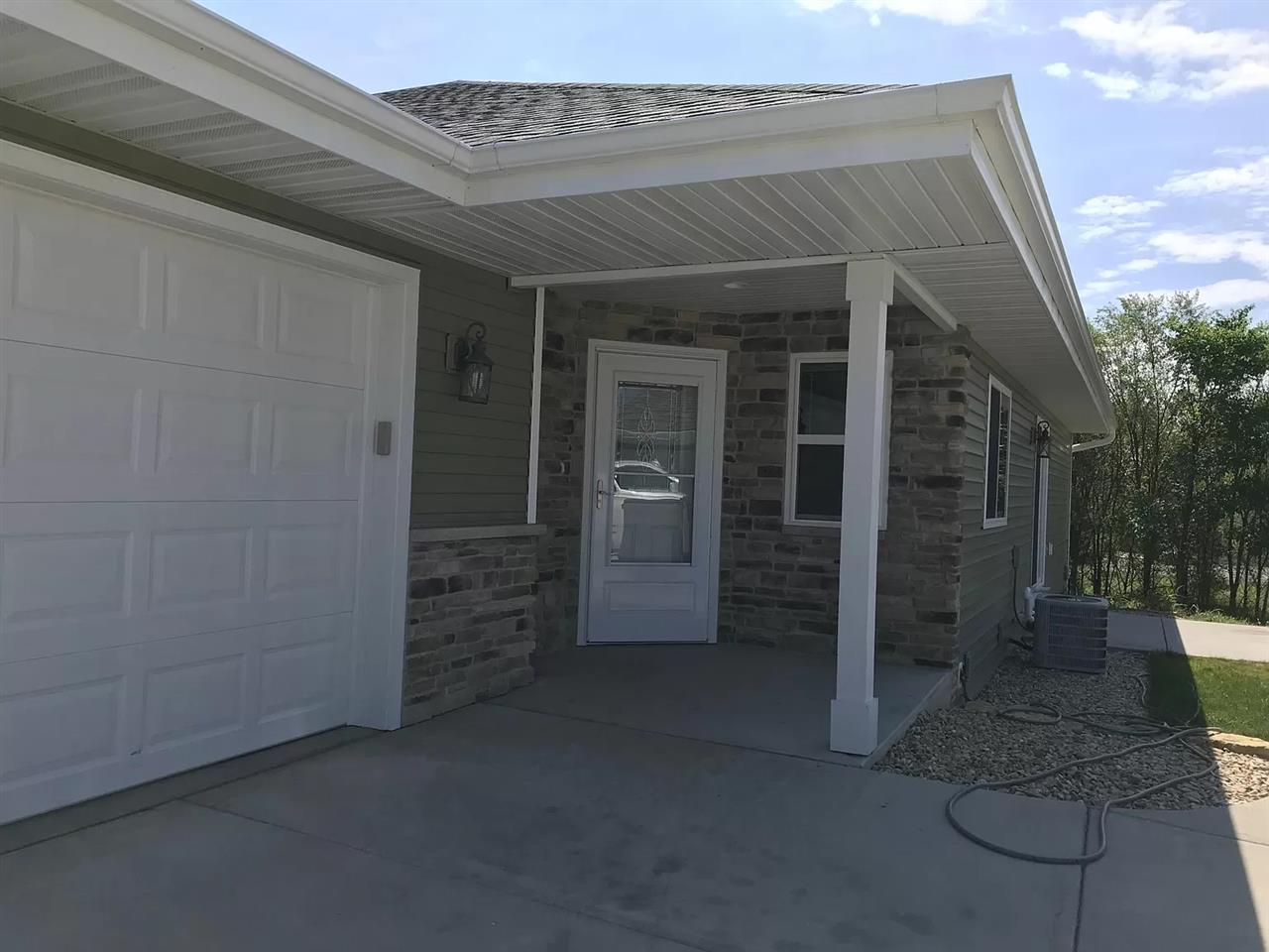826 Oregon Parks Ave, Oregon, Wisconsin 53575, 3 Bedrooms Bedrooms, ,Rental,For Rent,Oregon Parks Ave,1899423