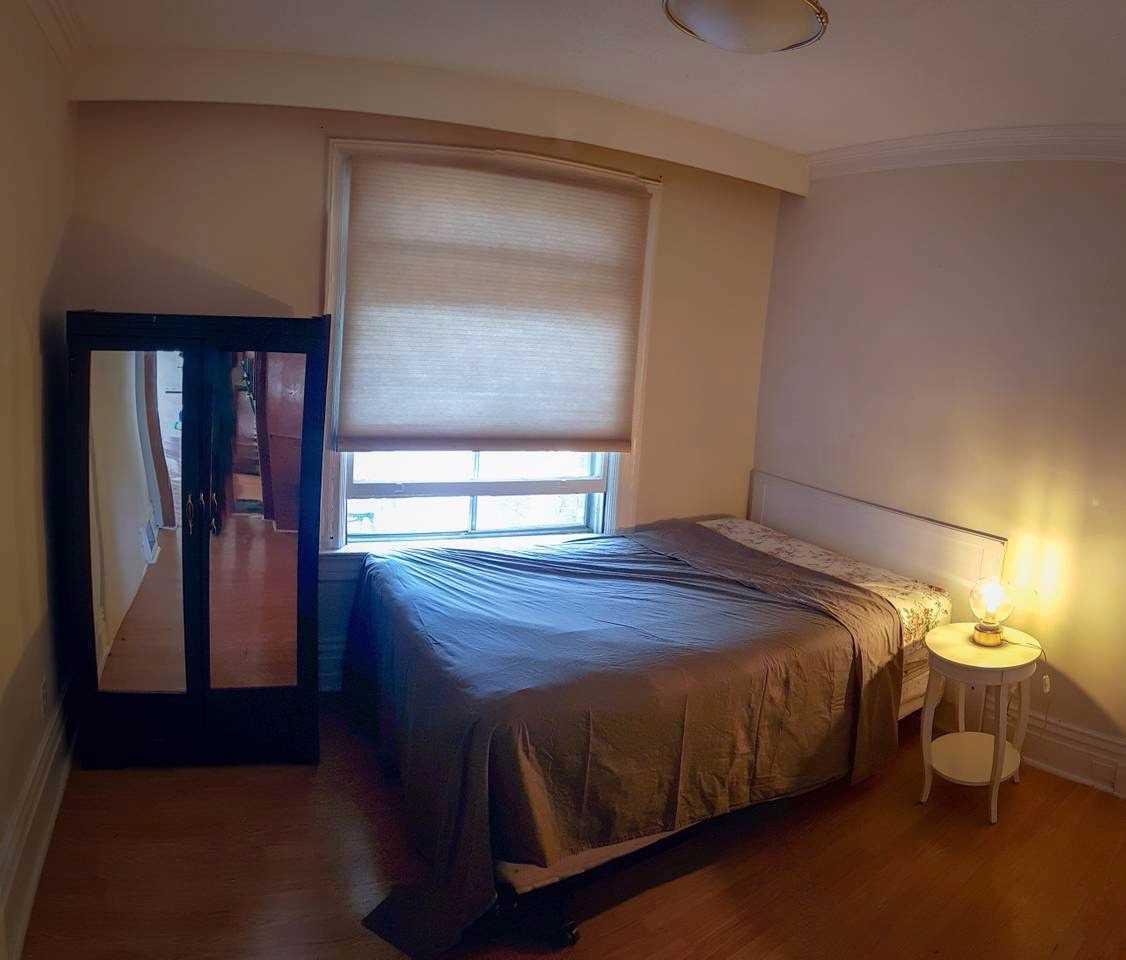 28 Cobalt St, Toronto, Ontario M6M2K2, 5 Bedrooms Bedrooms, 12 Rooms Rooms,3 BathroomsBathrooms,Triplex,For Sale,Cobalt,W5092560