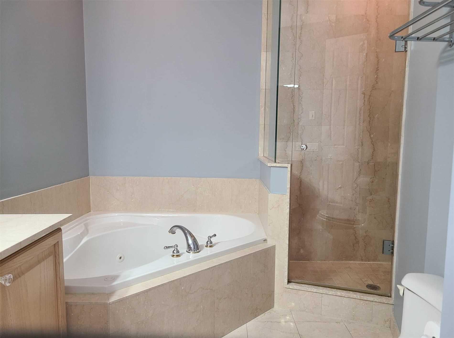 25 Kingsbridge Garden Circ, Mississauga, Ontario L5R4B1, 2 Bedrooms Bedrooms, ,2 BathroomsBathrooms,Condo Apt,For Lease,Kingsbridge Garden,W5219640