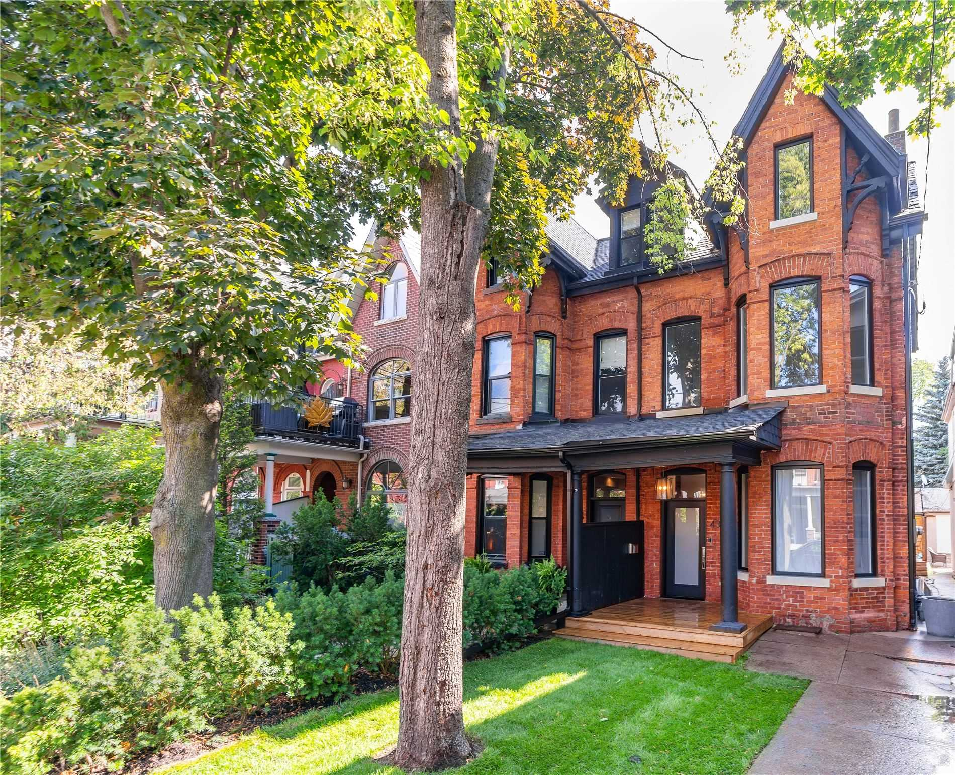 431 Euclid Ave, Toronto, Ontario M6G2T1, 6 Bedrooms Bedrooms, 11 Rooms Rooms,3 BathroomsBathrooms,Semi-detached,For Sale,Euclid,C4855915
