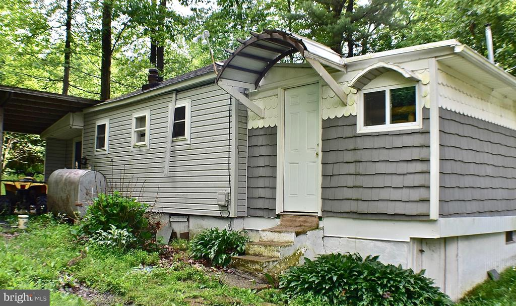 21 WELL DRIVE, ASHLAND, PA 17921, 1 Bedroom Bedrooms, ,1 BathroomBathrooms,Residential,For Sale,WELL,PASK127420