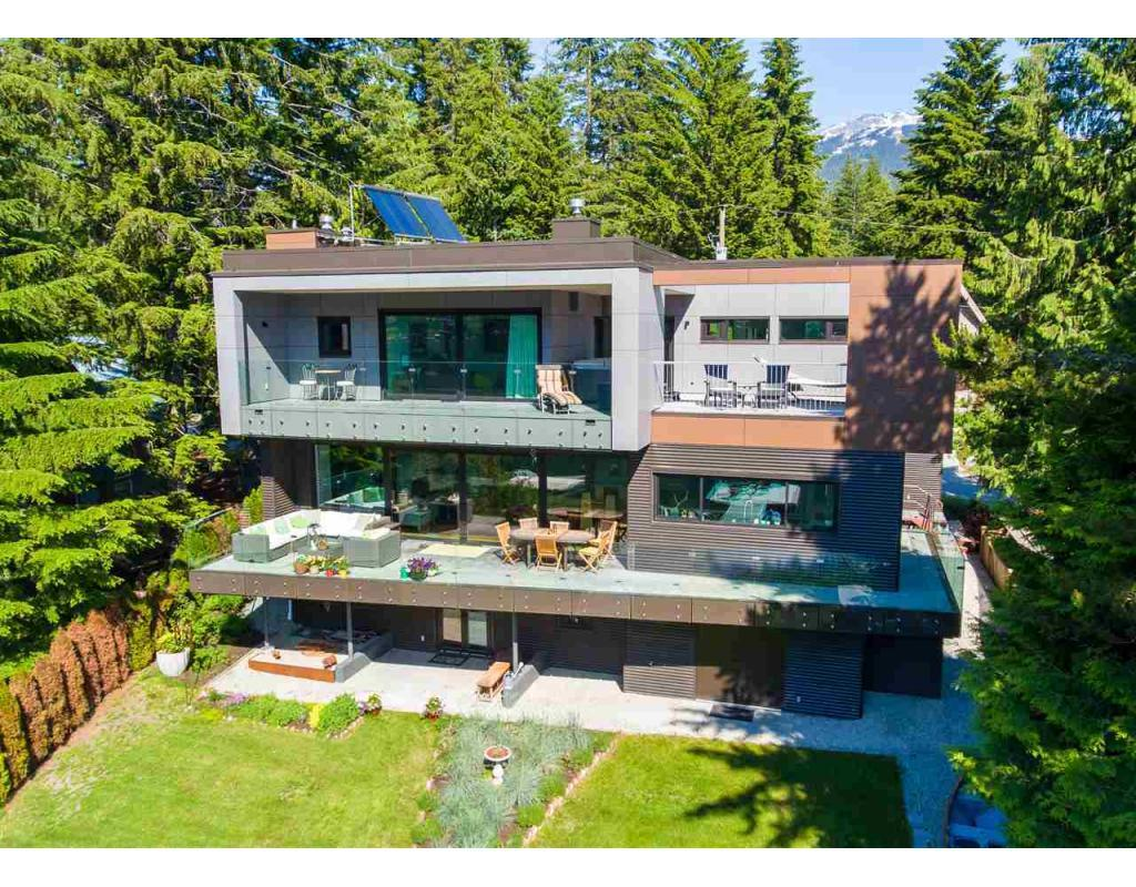 3327 LAKESIDE Road, Whistler, British Columbia V0N1B3, 5 Bedrooms Bedrooms, ,4 BathroomsBathrooms,For Sale,LAKESIDE,R2320608