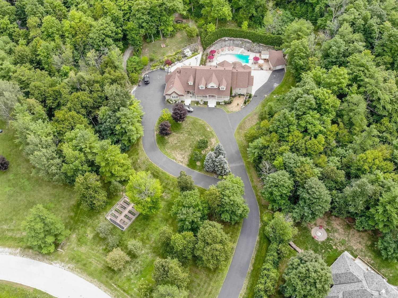 Detached house For Sale In Halton Hills - 14 Deer Run Cres, Halton Hills, Ontario, Canada L7J 2L7 , 5 Bedrooms Bedrooms, ,5 BathroomsBathrooms,Detached,For Sale,Deer Run