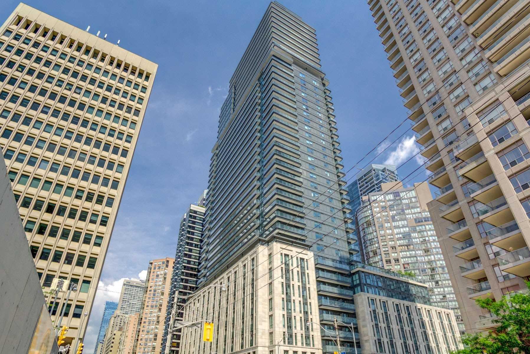 955 Bay St, Toronto, Ontario M5S2A2, 3 Rooms Rooms,1 BathroomBathrooms,Condo Apt,For Sale,Bay,C4870960