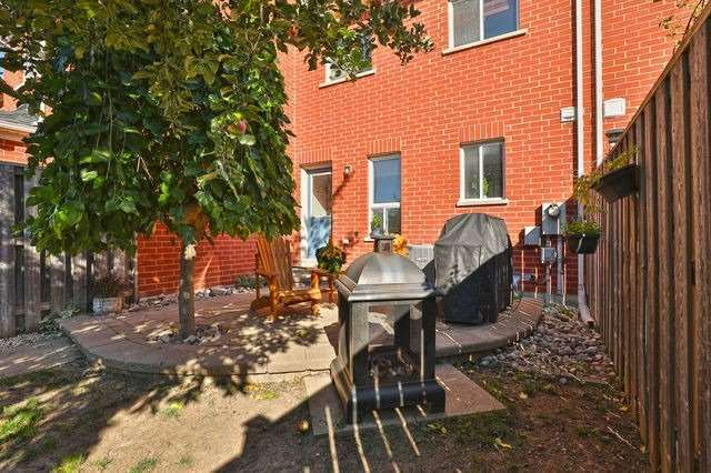 25 White's Hill Ave, Markham, Ontario L6B1C1, 3 Bedrooms Bedrooms, 6 Rooms Rooms,2 BathroomsBathrooms,Att/Row/Twnhouse,For Sale,White's Hill,N4922739