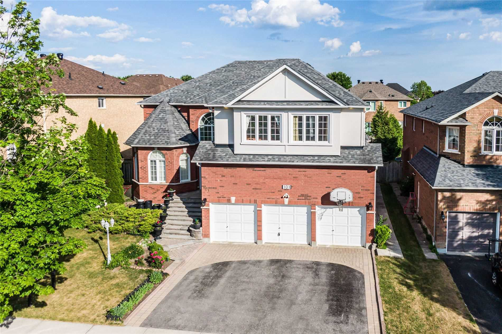 101 Roberson Dr, Ajax, Ontario L1T3Z6, 5 Bedrooms Bedrooms, 10 Rooms Rooms,3 BathroomsBathrooms,Detached,For Sale,Roberson,E4815095