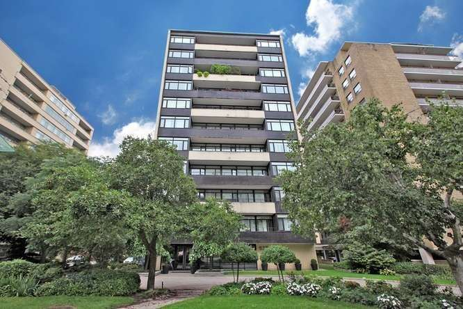 575 Avenue Rd, Toronto, Ontario M4V2K2, 2 Rooms Rooms,1 BathroomBathrooms,Co-op Apt,For Sale,Avenue,C4904225
