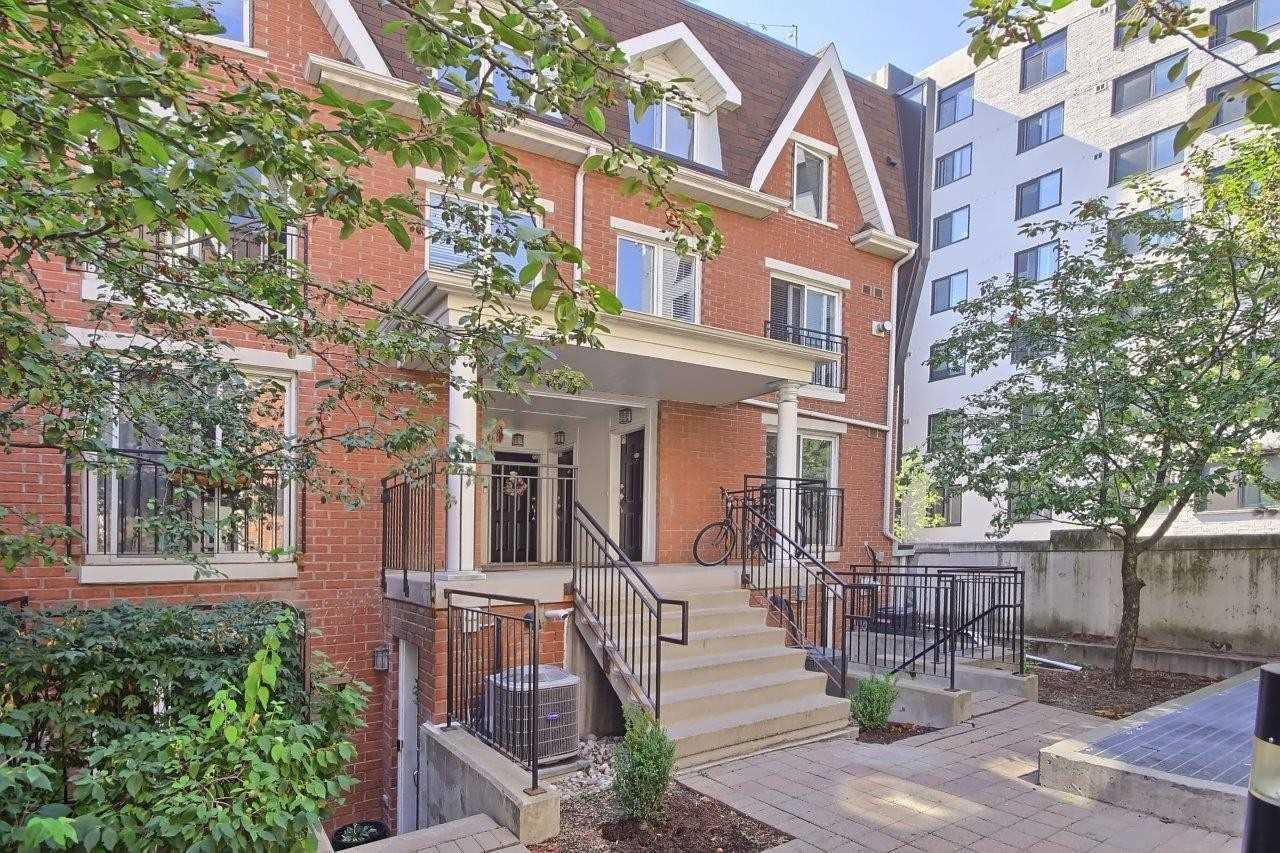 16 Laidlaw St, Toronto, Ontario M6K1X2, 2 Bedrooms Bedrooms, 8 Rooms Rooms,2 BathroomsBathrooms,Condo Townhouse,For Sale,Laidlaw,W4895802