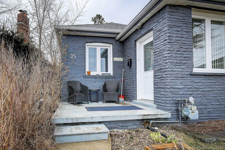 25 Kenora Cres, Toronto, Ontario M6M1C5, 2 Bedrooms Bedrooms, ,2 BathroomsBathrooms,Detached,For Sale,Kenora,W5159496
