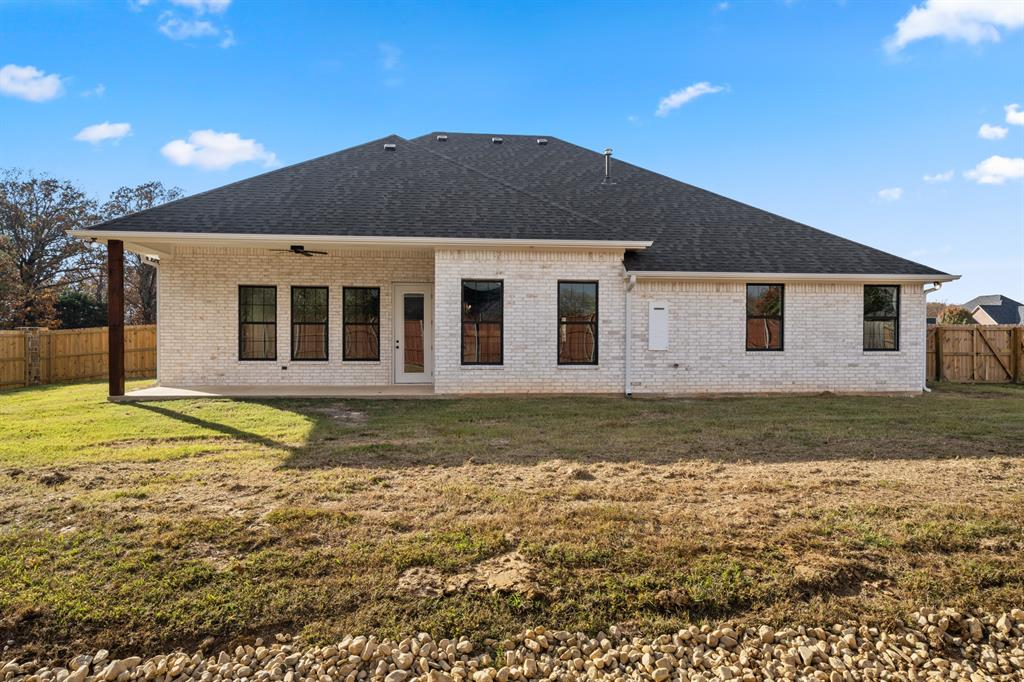 Mount Pleasant, Texas 75455 , 3 Bedrooms, 2 Bathrooms, Residential,For Sale,Stone Hedge,14472513