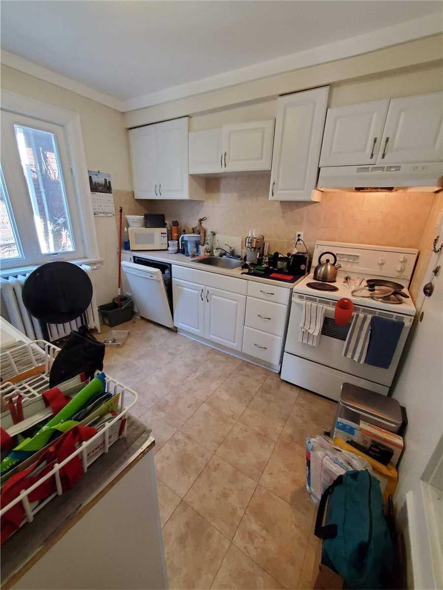 457-459 Parkside Dr, Toronto, Ontario M6R2Z8, 9 Bedrooms Bedrooms, 26 Rooms Rooms,6 BathroomsBathrooms,Multiplex,For Sale,Parkside,W5167627