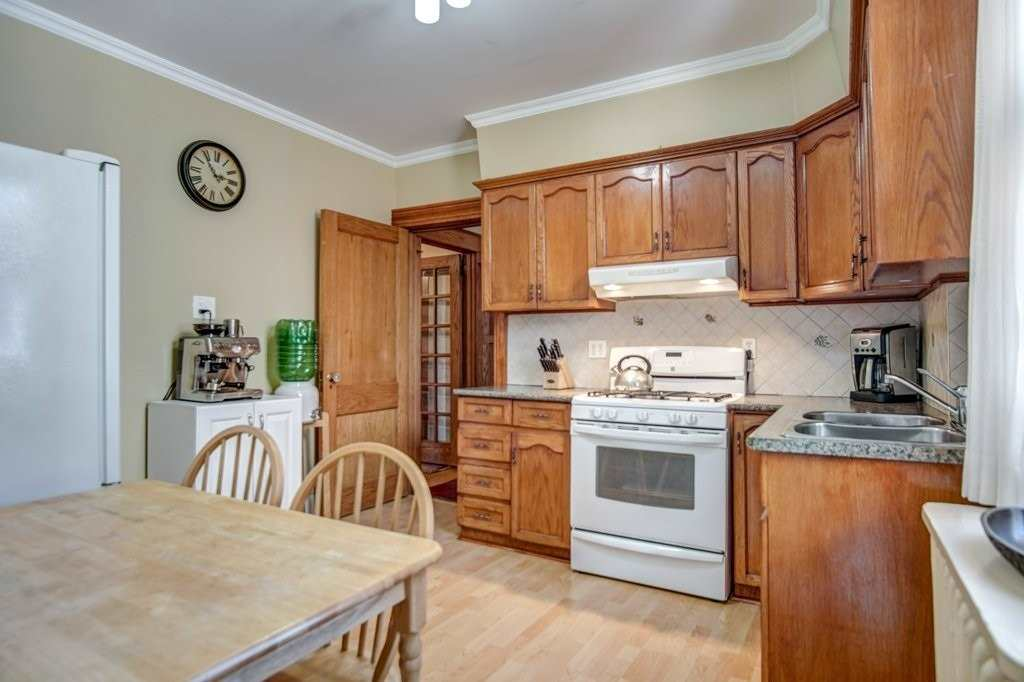 77 Indian Rd, Toronto, Ontario M6R2V5, 5 Bedrooms Bedrooms, 10 Rooms Rooms,3 BathroomsBathrooms,Detached,For Sale,Indian,W4888181