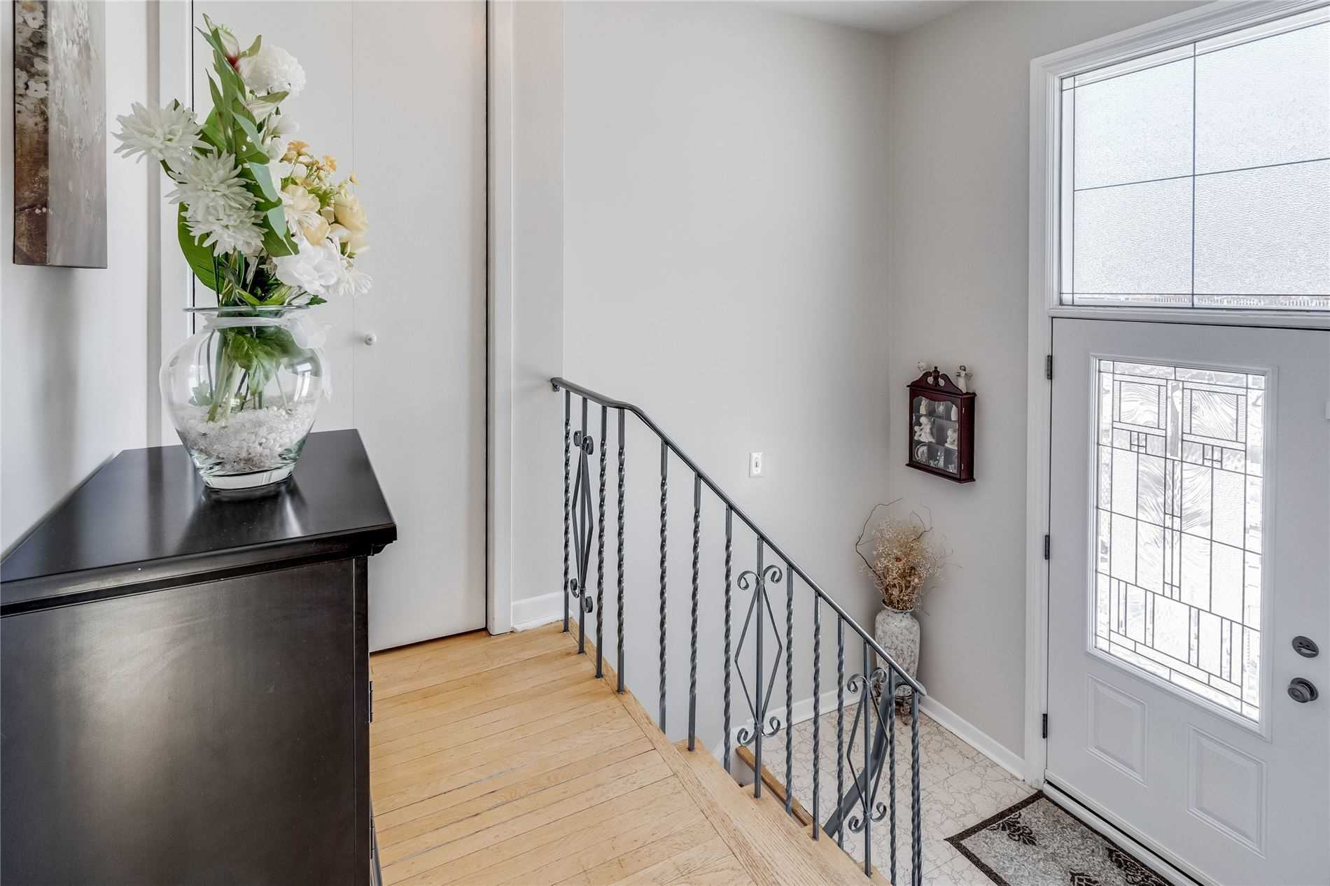 99 Anthia Dr, Toronto, Ontario M9L1K7, 4 Bedrooms Bedrooms, 10 Rooms Rooms,2 BathroomsBathrooms,Semi-detached,For Sale,Anthia,W5133437