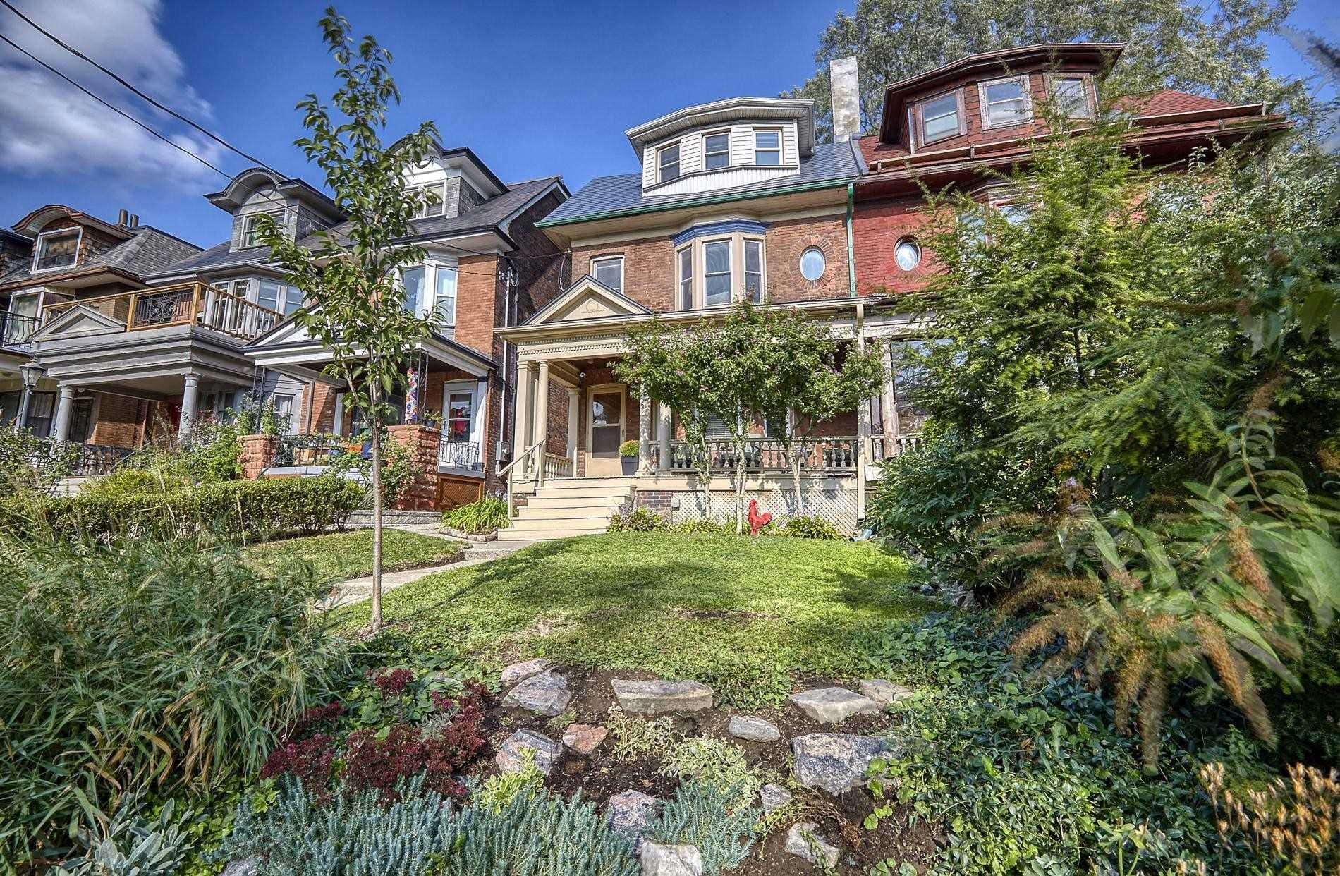 5 Beaty Ave, Toronto, Ontario M6K3B3, 4 Bedrooms Bedrooms, 9 Rooms Rooms,2 BathroomsBathrooms,Semi-detached,For Sale,Beaty,W4911012