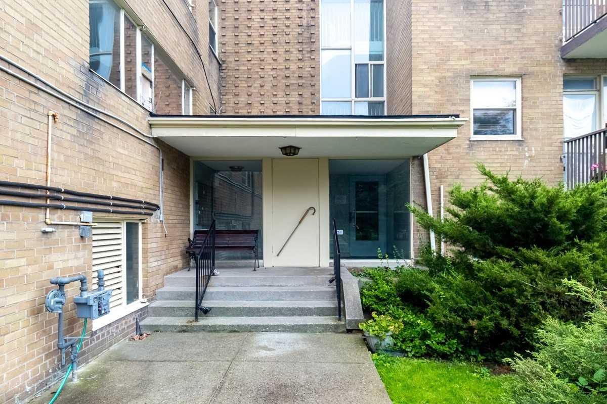 53 Neptune Dr, Toronto, Ontario M6A1X2, 2 Bedrooms Bedrooms, 5 Rooms Rooms,1 BathroomBathrooms,Co-op Apt,For Sale,Neptune,C4906916