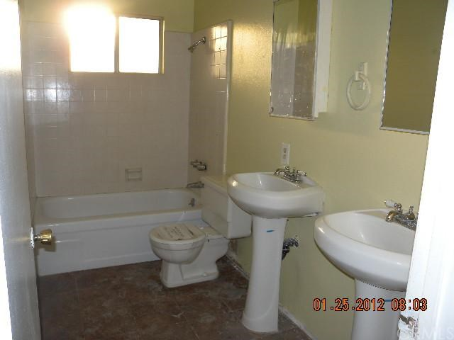 3108 Floradora Avenue, Fresno, CA 93722, 3 Bedrooms Bedrooms, ,2 BathroomsBathrooms,Residential,For Sale,Floradora,MD12011610
