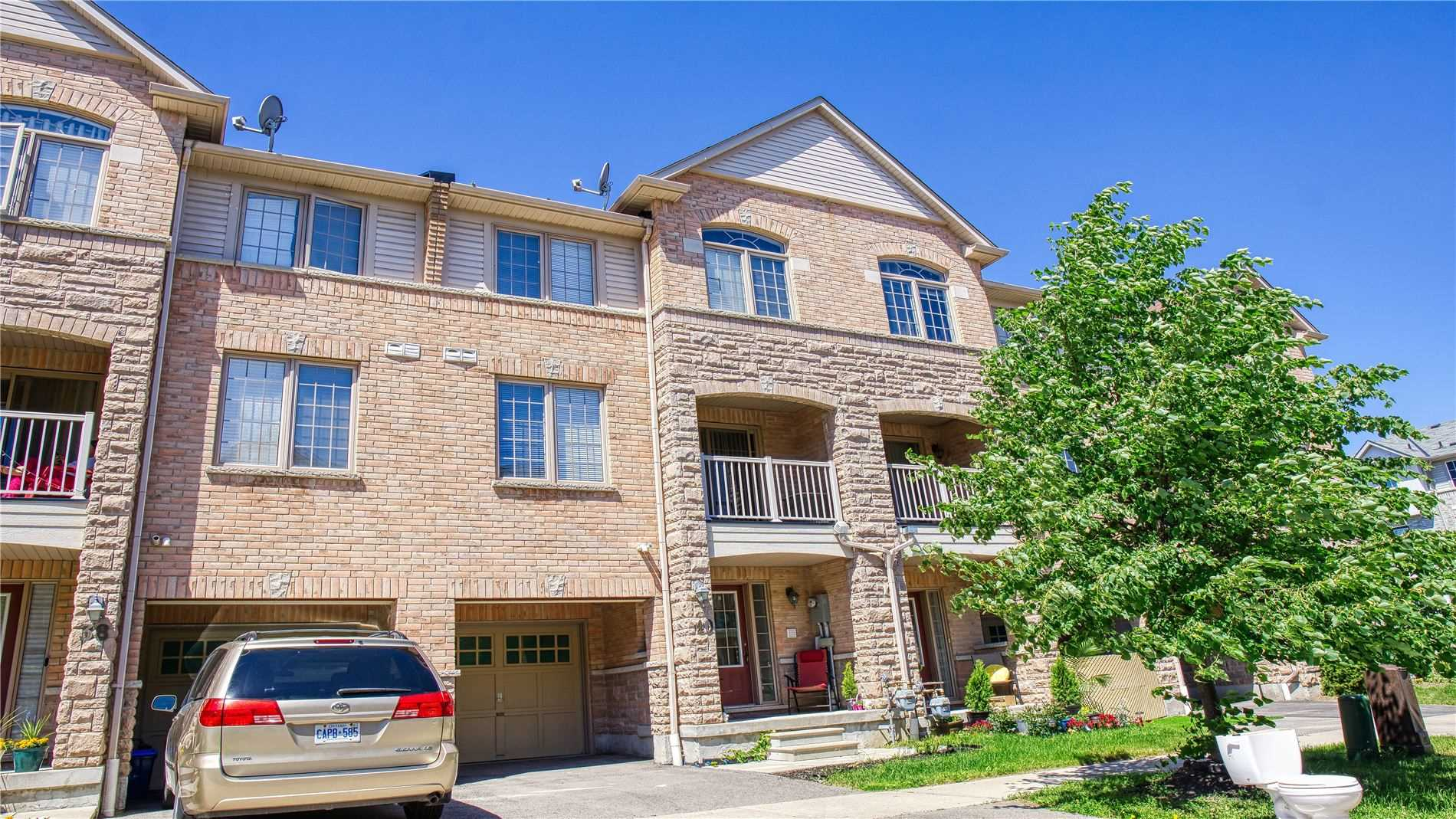 40 Clowes St St, Ajax, Ontario L1Z0K9, 3 Bedrooms Bedrooms, 7 Rooms Rooms,3 BathroomsBathrooms,Att/Row/Twnhouse,For Sale,Clowes St,E4797124