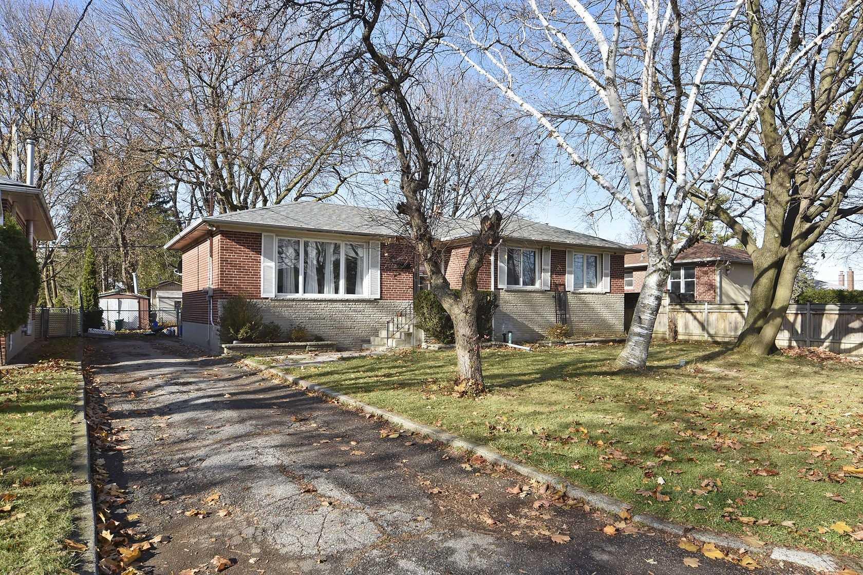 12 Samba Dr, Toronto, Ontario M9M2N1, 3 Bedrooms Bedrooms, 6 Rooms Rooms,2 BathroomsBathrooms,Detached,For Sale,Samba,W4987355