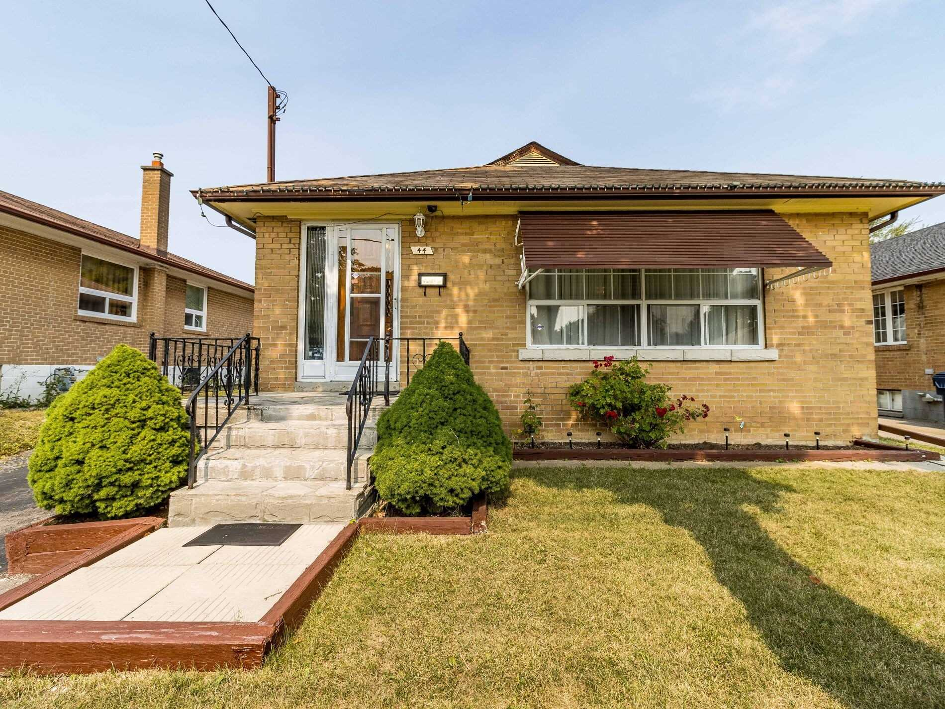 44 Hinton Rd, Toronto, Ontario M9W2V5, 3 Bedrooms Bedrooms, 6 Rooms Rooms,2 BathroomsBathrooms,Detached,For Sale,Hinton,W4917435