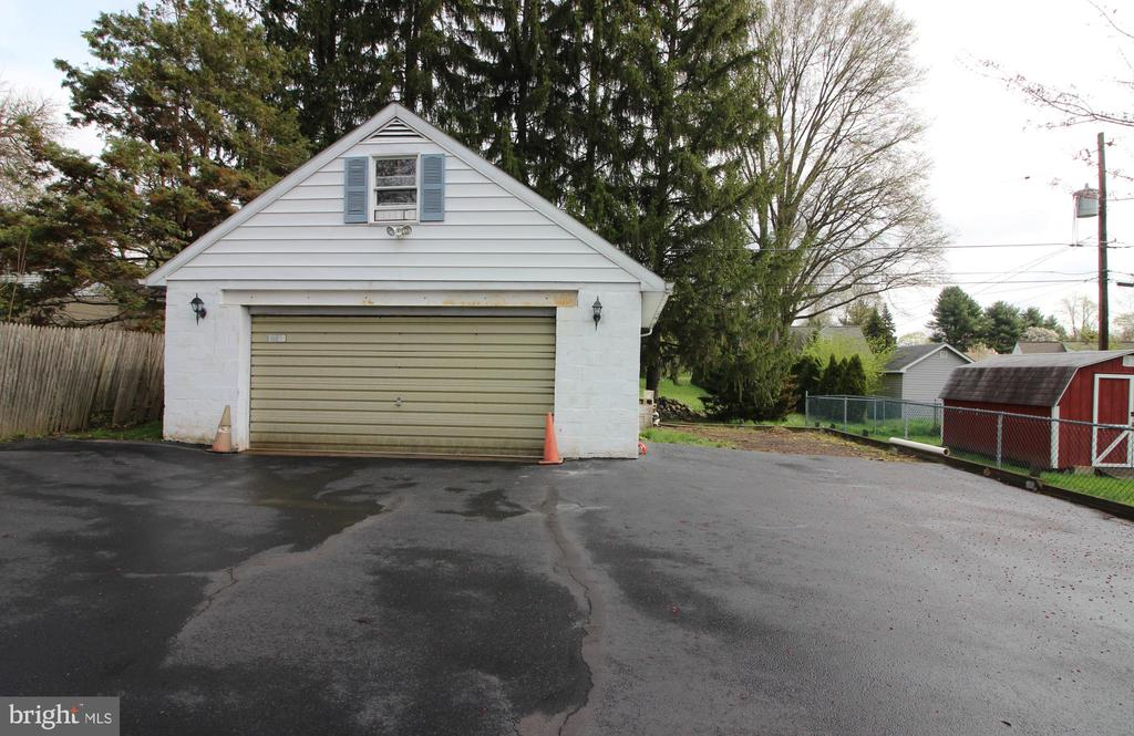 613 MAIN STREET, LANSDALE, PA 19446, 4 Bedrooms Bedrooms, ,2 BathroomsBathrooms,Residential,For Sale,MAIN,PAMC604252