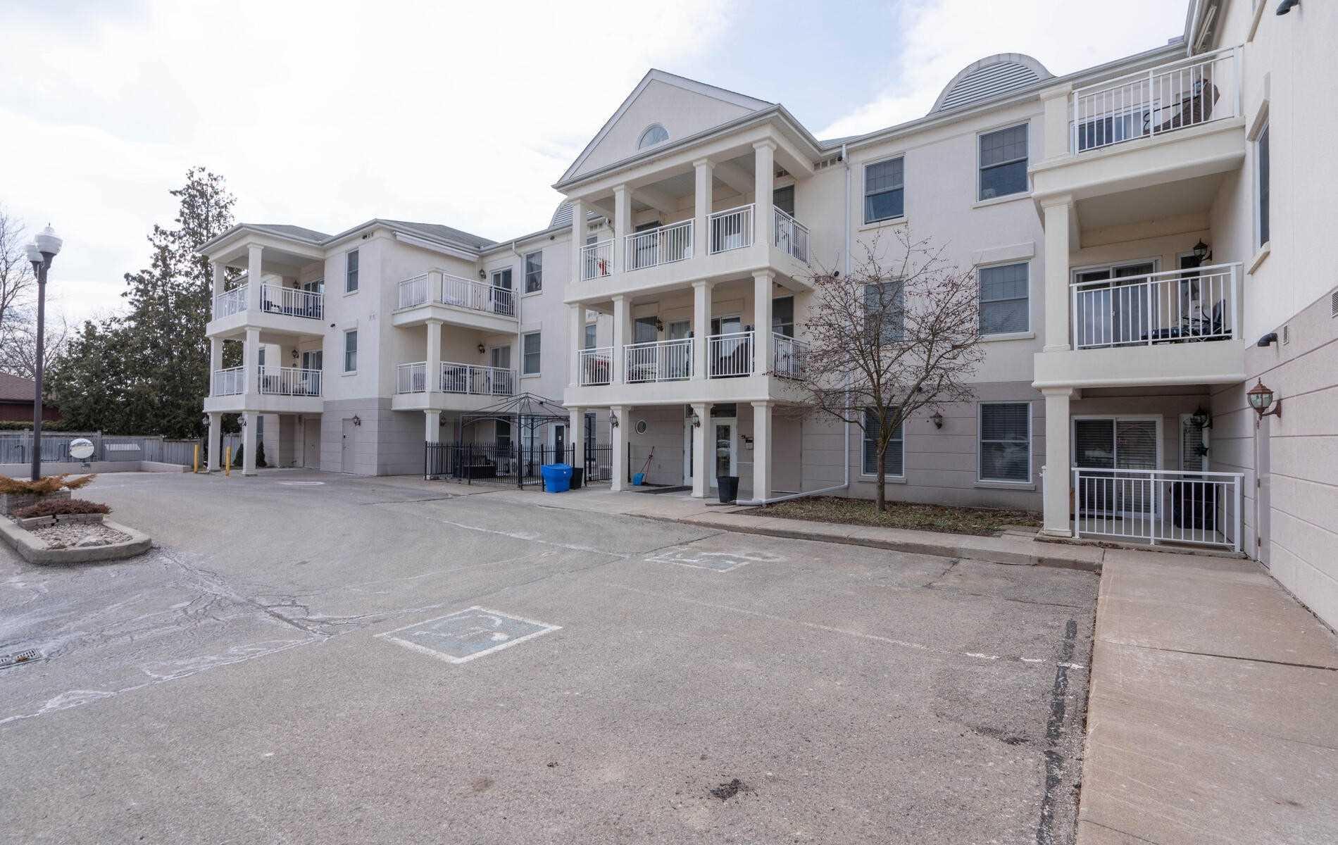 220 Main St, Uxbridge, Ontario L9P 0B6, 2 Bedrooms Bedrooms, ,2 BathroomsBathrooms,Condo Apt,For Sale,Main,N5156525