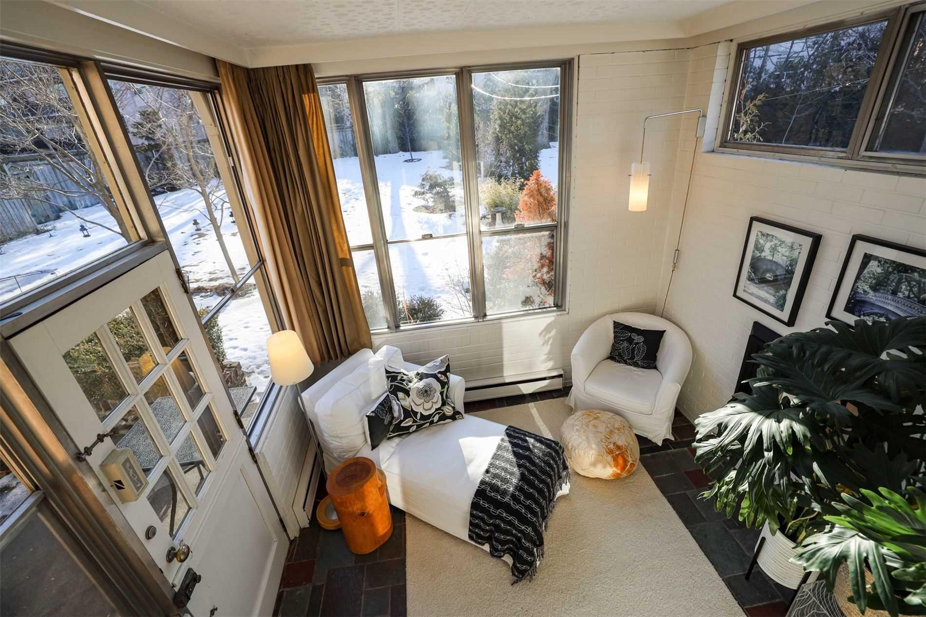 300 Bessborough Dr, Toronto, Ontario M4G3L1, 5 Bedrooms Bedrooms, 12 Rooms Rooms,3 BathroomsBathrooms,Detached,For Sale,Bessborough,C5142144