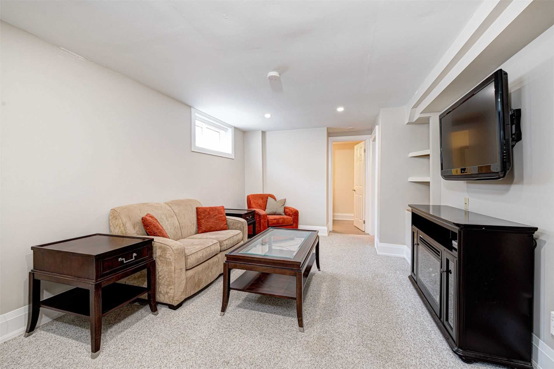 320 Ulric Cres, Oakville, L6K3R2, 1 Bedroom Bedrooms, ,1 BathroomBathrooms,Detached,For Lease,Ulric,W4821254