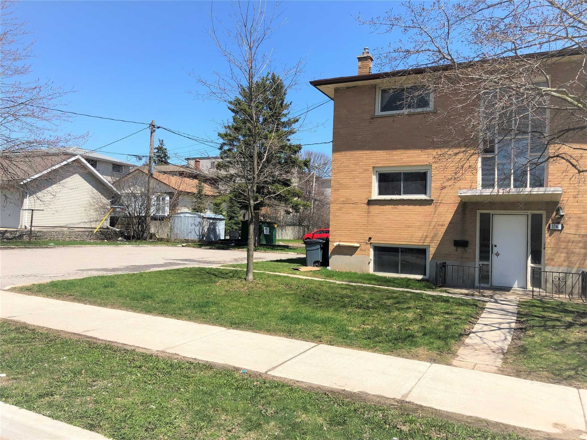 374 Holly St, Waterloo, Ontario N2L4G4, ,3 BathroomsBathrooms,Investment,For Sale,Holly,X4828925