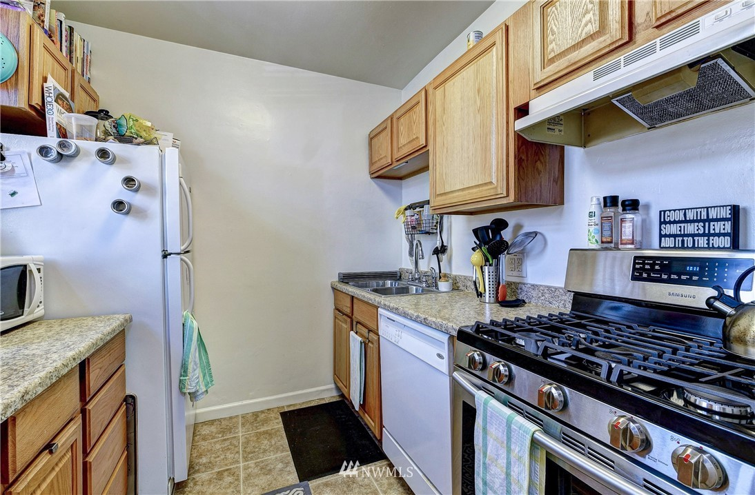8214 Greenwood Avenue, Seattle, Washington 98103, ,Residential Income,For Sale,Greenwood,NWM1785545