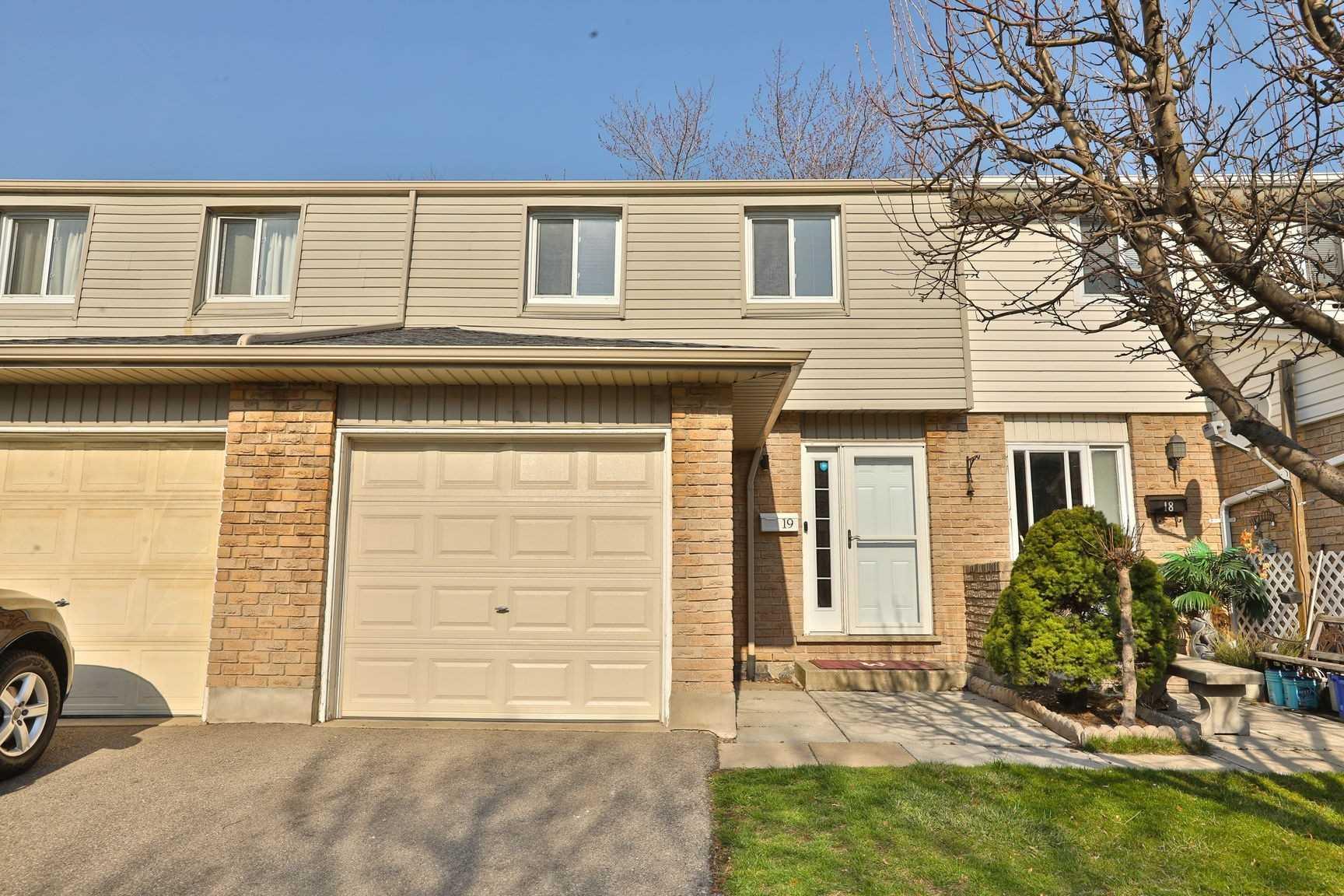262 Kenora Ave, Hamilton, Ontario L8E 3Y3, 3 Bedrooms Bedrooms, ,2 BathroomsBathrooms,Condo Townhouse,For Sale,Kenora,X5185913