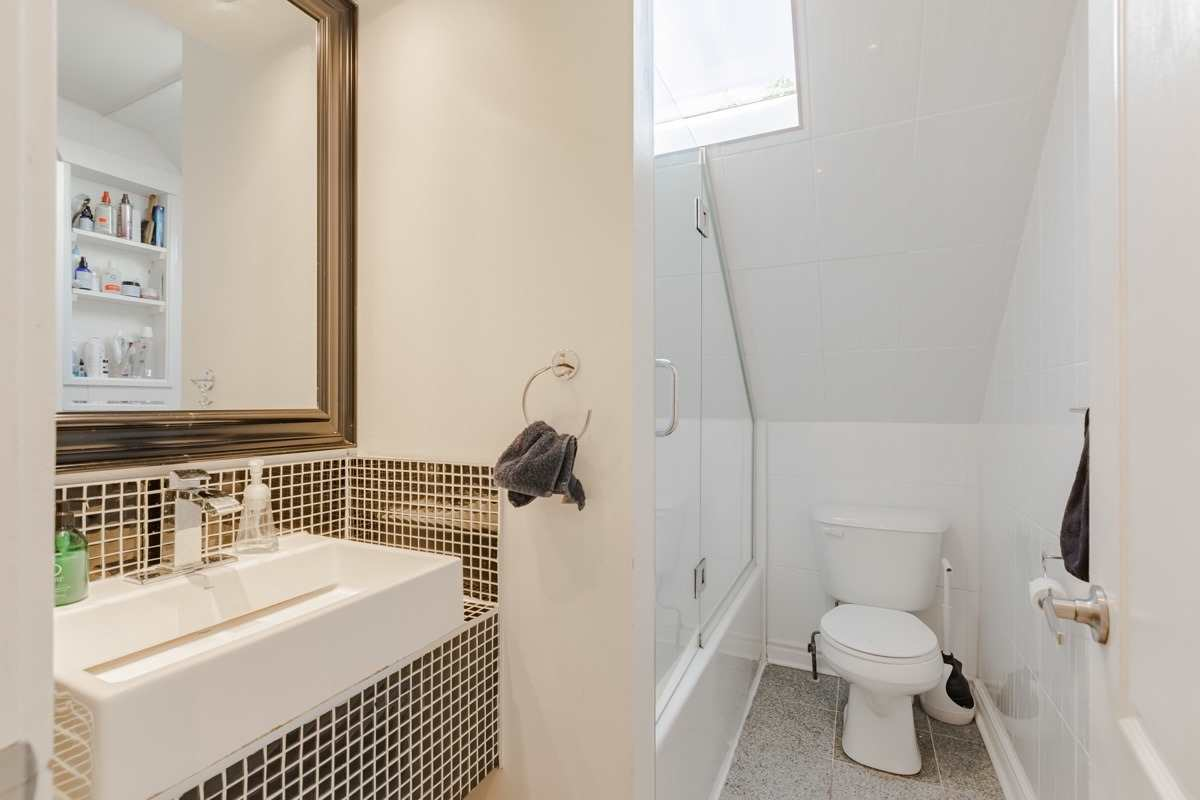 265 Wright Ave, Toronto, Ontario M6R1L7, ,7 BathroomsBathrooms,Investment,For Sale,Wright,W4854371