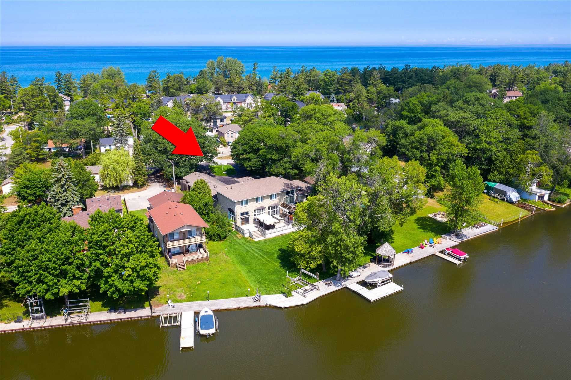 211 Old Mosley St, Wasaga Beach, Ontario L9Z 2J2, 9 Bedrooms Bedrooms, 28 Rooms Rooms,5 BathroomsBathrooms,Detached,For Sale,Old Mosley,S4858825