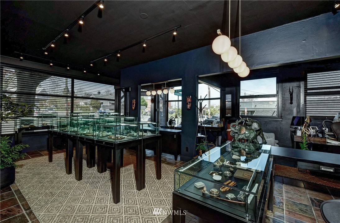 8214 Greenwood Avenue, Seattle, Washington 98103, ,Residential Income,For Sale,Greenwood,NWM1763776