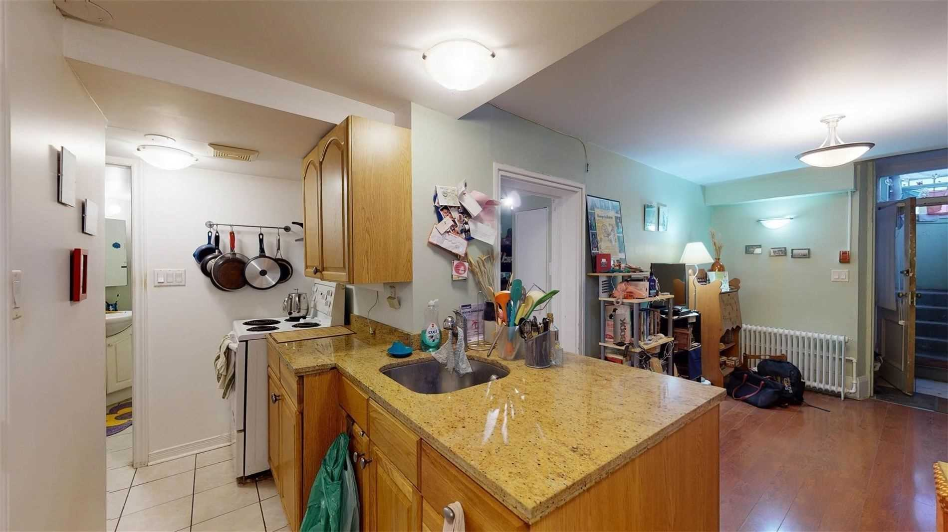559 Broadview Ave, Toronto, Ontario M4K2N7, ,6 BathroomsBathrooms,Investment,For Sale,Broadview,E4856435
