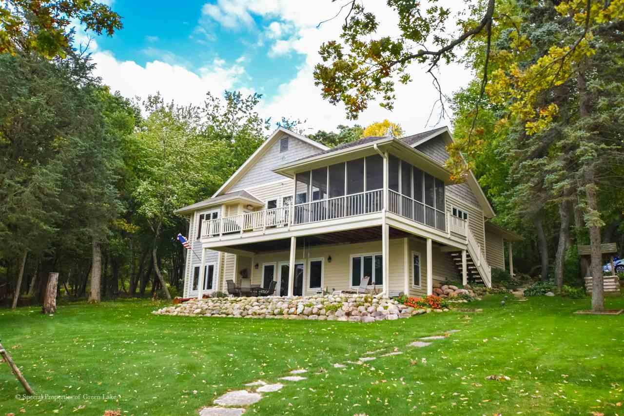 W2592 Oakwood Beach Rd, Green Lake, Wisconsin 53946, 5 Bedrooms Bedrooms, ,4 BathroomsBathrooms,Single Family,For Sale,Oakwood Beach Rd,1894658