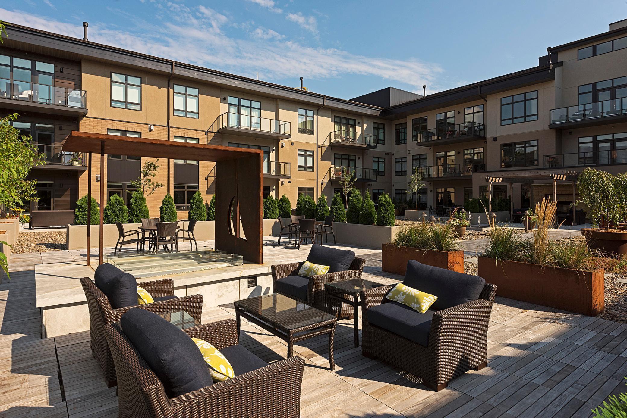 875 Lake Street, Wayzata, Minnesota 55391, 2 Bedrooms Bedrooms, ,1 BathroomBathrooms,Residential,For Sale,Lake,NST5719670