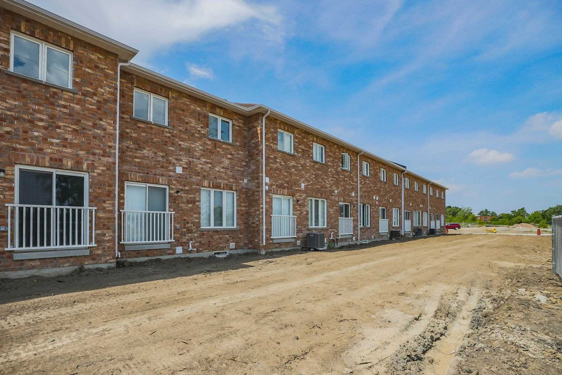 82 Palace St, Thorold, Ontario L2V0J6, 3 Bedrooms Bedrooms, ,3 BathroomsBathrooms,Att/Row/Twnhouse,For Sale,Palace,X4930505