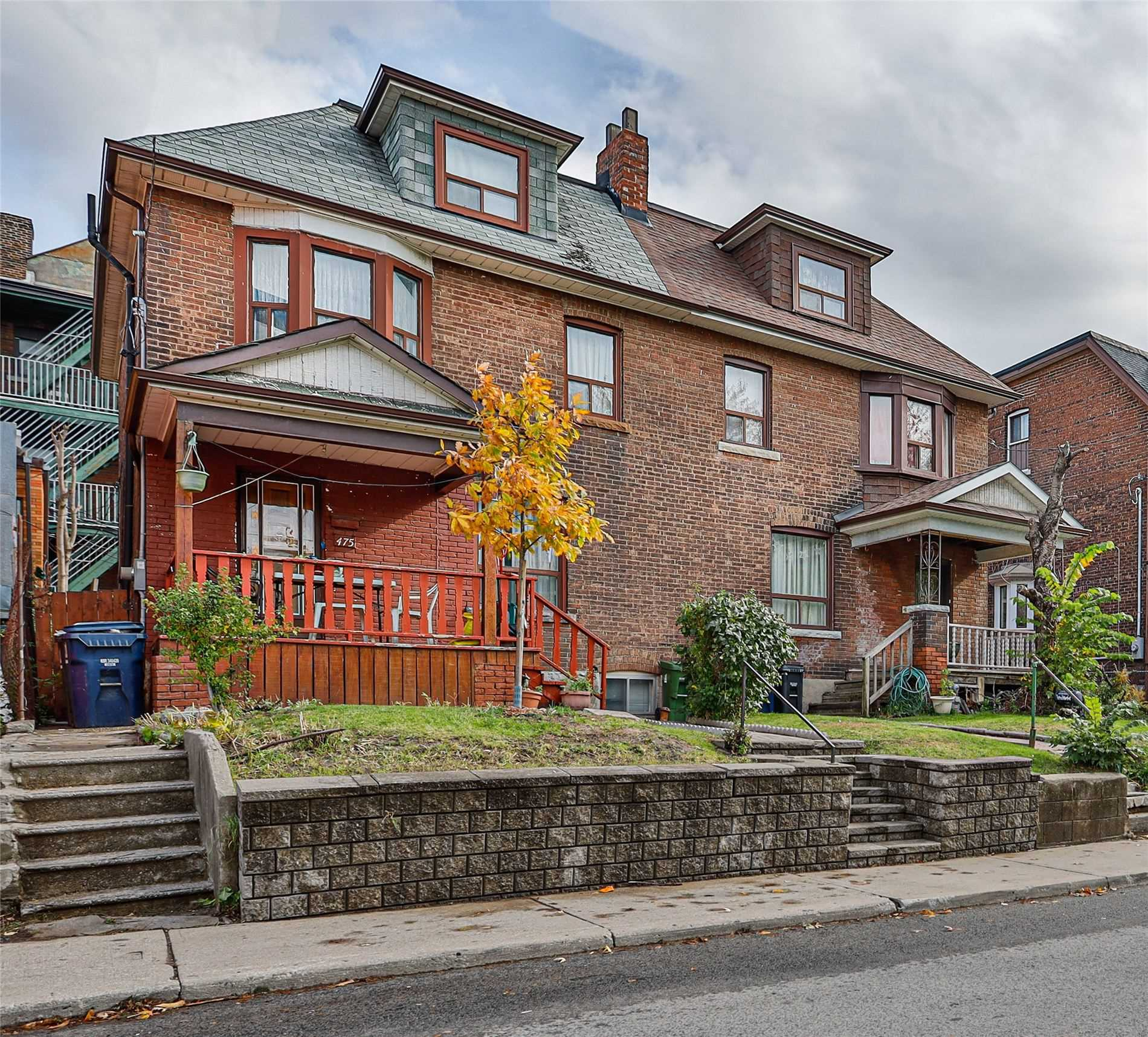 475 Grace St, Toronto, Ontario M6G3A8, 5 Bedrooms Bedrooms, 9 Rooms Rooms,2 BathroomsBathrooms,Semi-detached,For Sale,Grace,C4997665