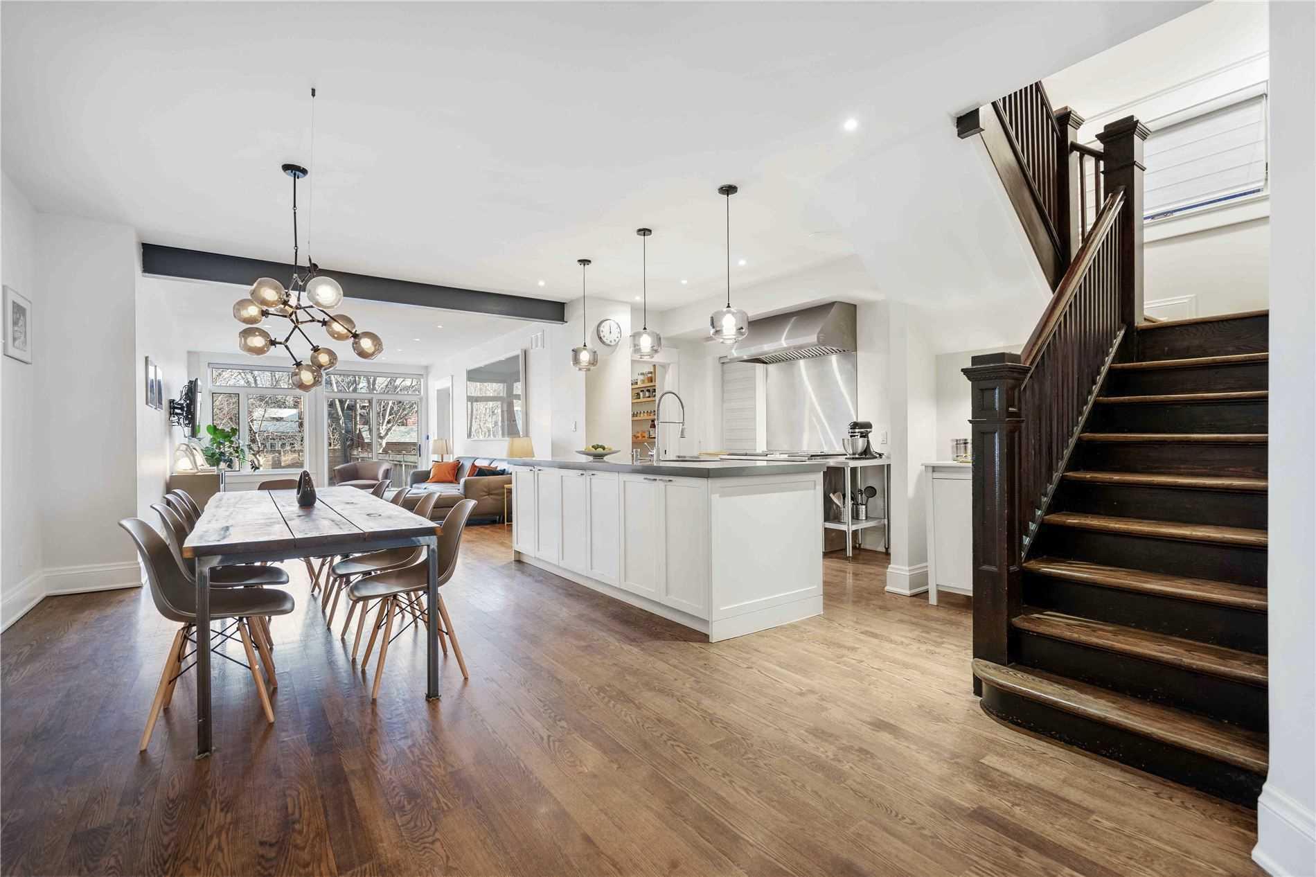 207 Dunn Ave, Toronto, Ontario M6K2S1, 4 Bedrooms Bedrooms, 9 Rooms Rooms,4 BathroomsBathrooms,Detached,For Sale,Dunn,W5084186