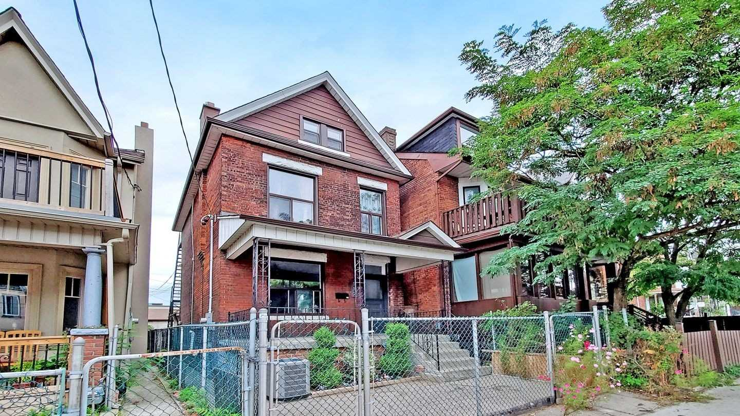 552 Lansdowne Ave, Toronto, Ontario M6H 3Y5, 7 Bedrooms Bedrooms, 12 Rooms Rooms,4 BathroomsBathrooms,Detached,For Sale,Lansdowne,C4903271