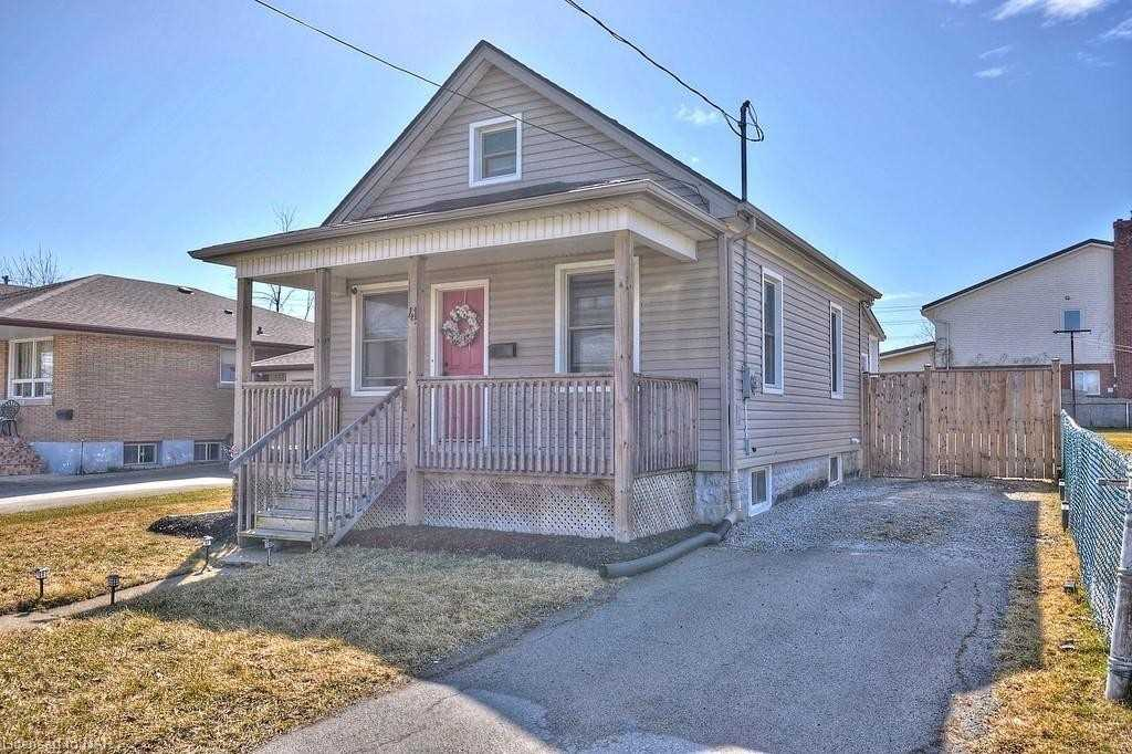 41 Richmond St, Thorold, Ontario L2V 3G7, 3 Bedrooms Bedrooms, ,1 BathroomBathrooms,Detached,For Sale,Richmond,X5172651