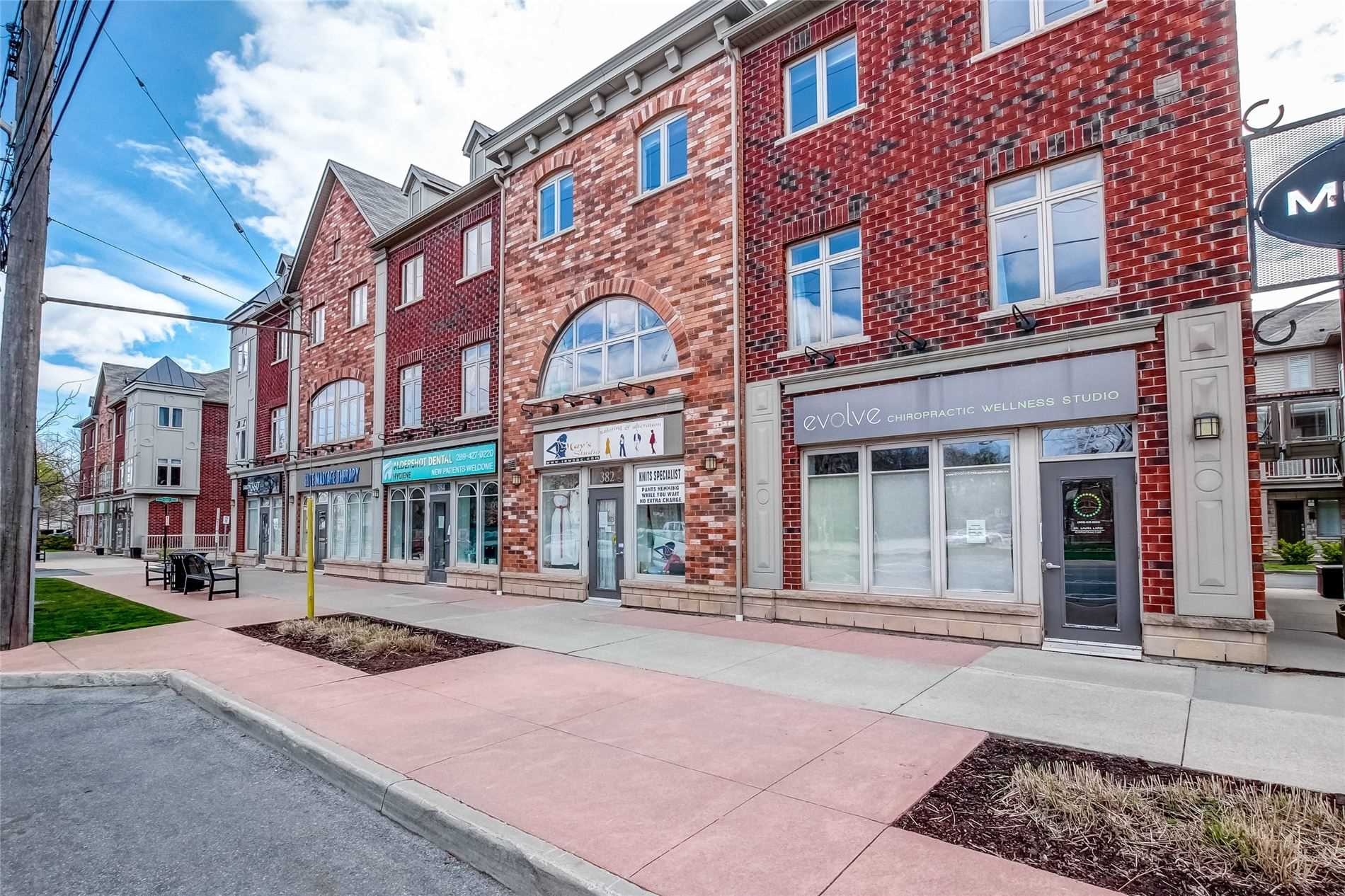 362/382 Plains Rd, Burlington, L7T 1G5, 3 Bedrooms Bedrooms, ,4 BathroomsBathrooms,Condo Townhouse,For Sale,Plains,W4762790