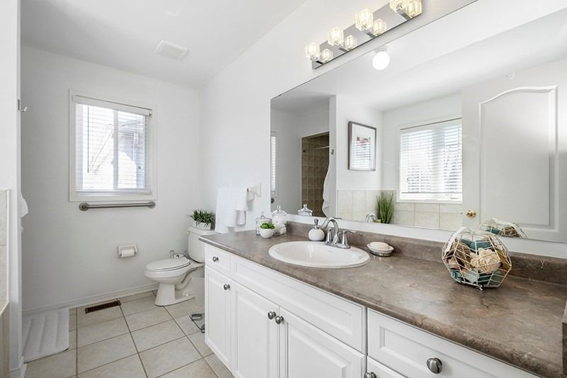 269 Reeves Way Blvd, Whitchurch-Stouffville, Ontario L4A0H7, 4 Bedrooms Bedrooms, ,3 BathroomsBathrooms,Detached,For Sale,Reeves Way,N5185023