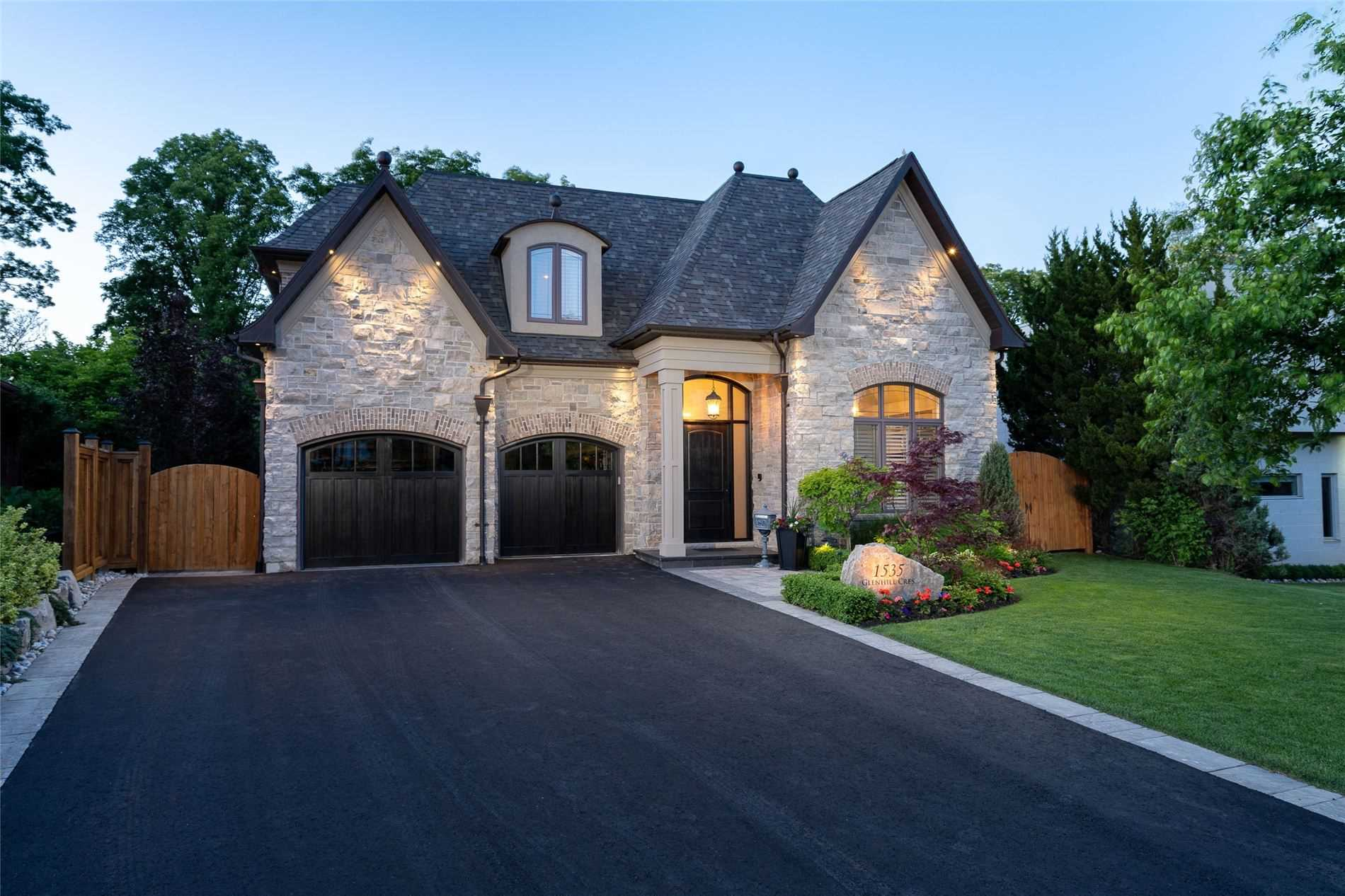1535 Glenhill Cres, Mississauga, Ontario L5H3C4, 4 Bedrooms Bedrooms, 12 Rooms Rooms,5 BathroomsBathrooms,Detached,For Sale,Glenhill,W4796099