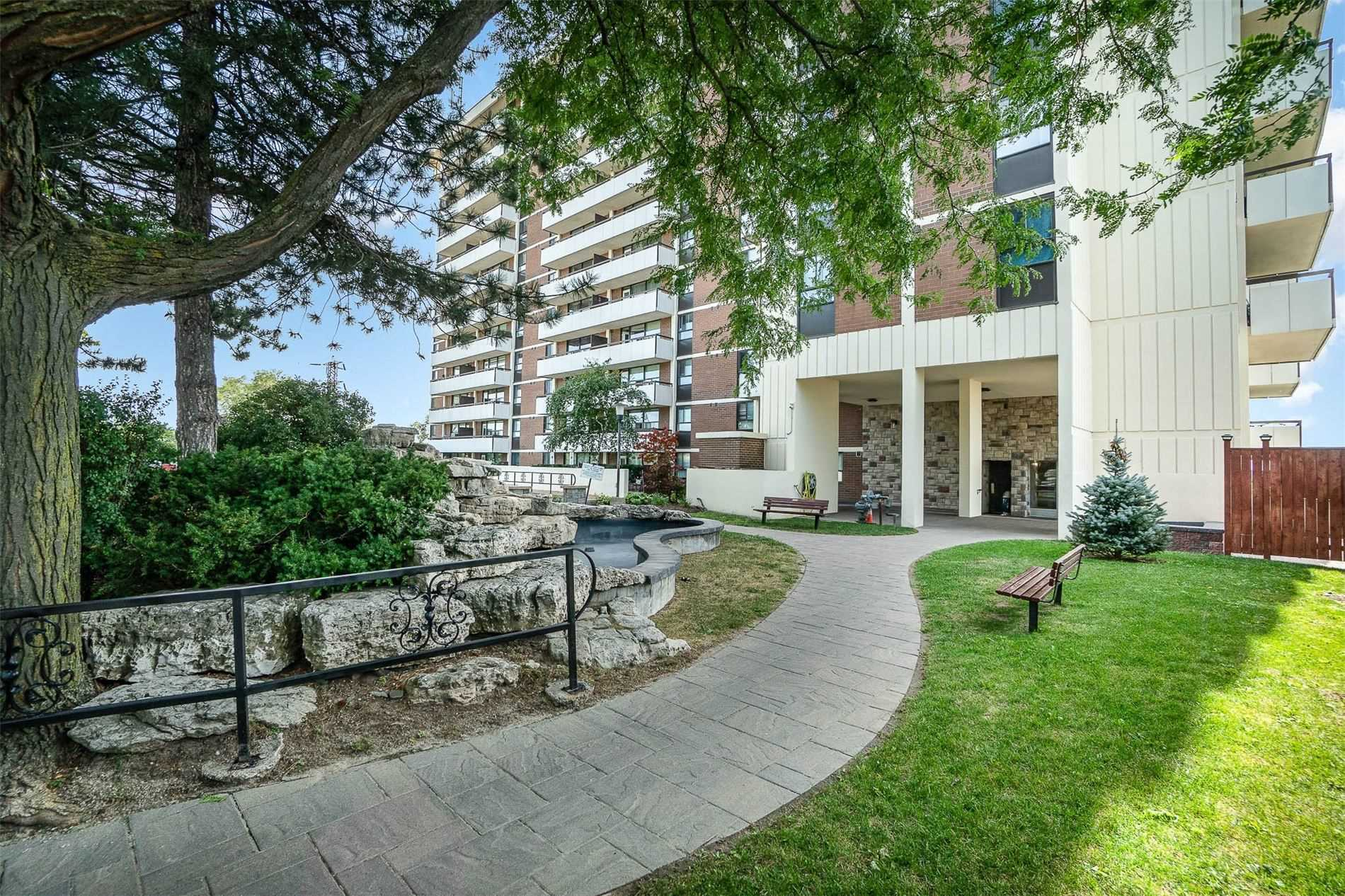 541 Blackthorn Ave, Toronto, Ontario M6M5A6, 1 Bedroom Bedrooms, 4 Rooms Rooms,1 BathroomBathrooms,Condo Apt,For Sale,Blackthorn,W4899494
